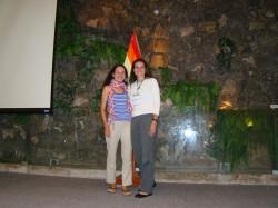 Jenny Muñoz a la izquierda y María Ángela Echeverry a la derecha