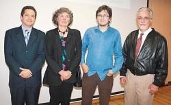 El Rector de la Universidad de Caldas, Ricardo Gómez Giraldo, y el Editor de la Universidad de Caldas, Carlos Augusto Jaramillo Parra, aparecen en compañía de los coautores del libro Ute Teske y Jorge Eduardo Botero Echeverri.